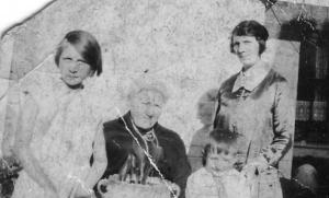 Edna, Lydia Mumford, Stanley Dunn (child) Lydia Harris.